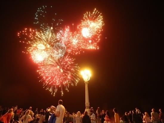 Празднование Дня Победы в Волгограде завершил праздничный салют