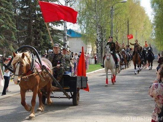 В Котельничском районе на 9 мая прошел конный парад