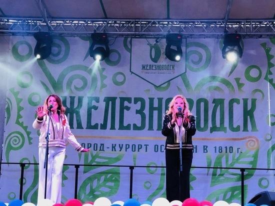 «Миллион алых роз» спел дуэт «Baccara» в Железноводске