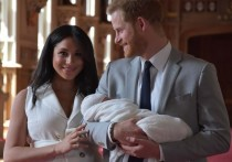 Расистский скандал: из-за ребенка принца Гарри и Меган уволен журналист