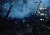 Торговый навес и фура сгорели прямо на калужской трассе