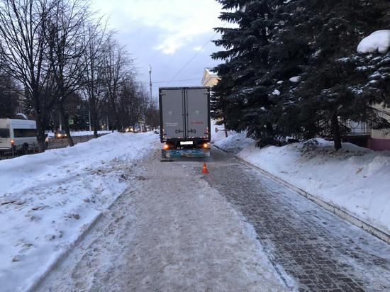 Сбивший на тротуаре в Калуге женщину водитель грузовика пойдет под суд