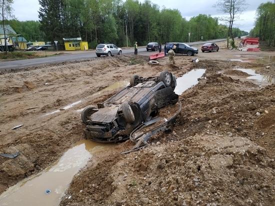 Один человек пострадал в перевернутой машине в Калужской области