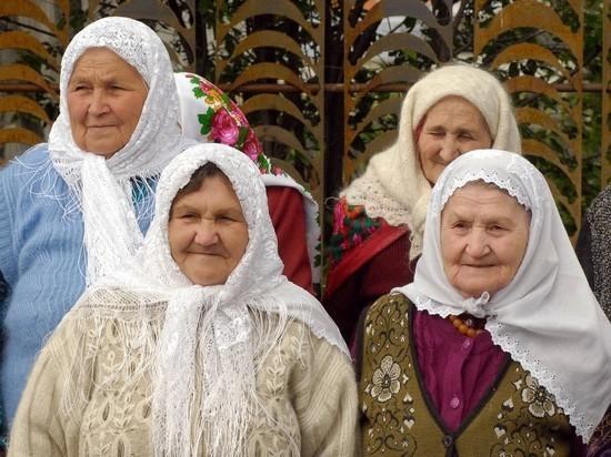 Мужчины сплетничают не меньше бабушек у подъезда, доказали ученые