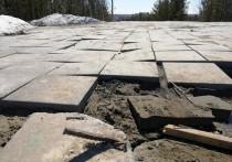 Новая плитка расползлась в парке Ноябрьска