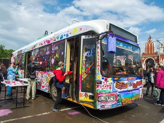 Одного троллейбуса для раскрашивания в День Победы в Калуге оказалось мало