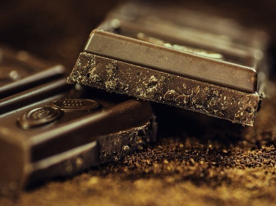 Как горький шоколад снижает тягу к никотину
