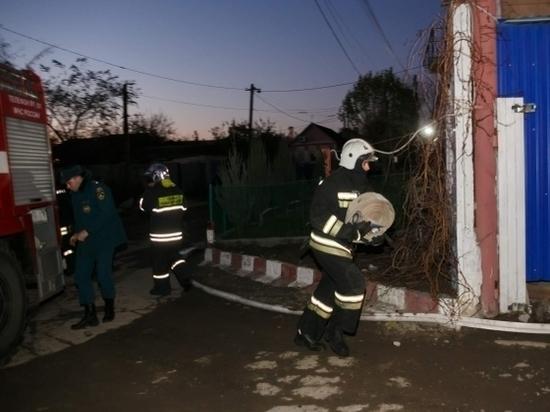 В Волгоградской области за сутки ночной пожар уничтожил три бани