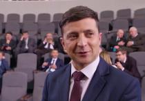 На Youtube-канале избранного президента Украины Владимира Зеленского появился видеосюжет, в котором запечатлено, как сотрудники его штаба опрашивают людей на улице о том, нужно ли распускать Верховную раду