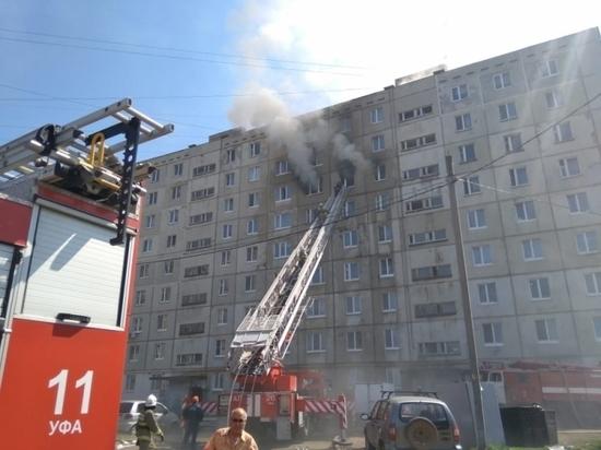 Пожар в уфимской многоэтажке: спасатели эвакуировали 22 жильца