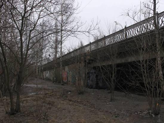 Движение ограничили, а ремонт не начали: в Ярославле Добрынинский мост стоит без ремонта