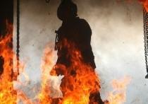 Пожар полностью уничтожил гараж в Тверской области