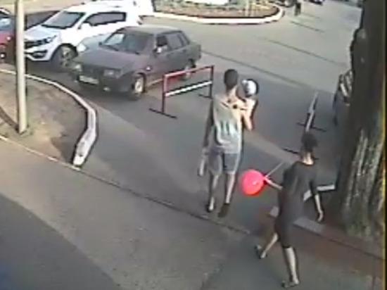 В Чебоксарах полиция ищет пару, похитившую забытый телефон