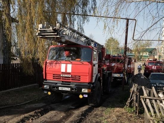 За выходные новосибирские пожарные потушили более 600 возгораний