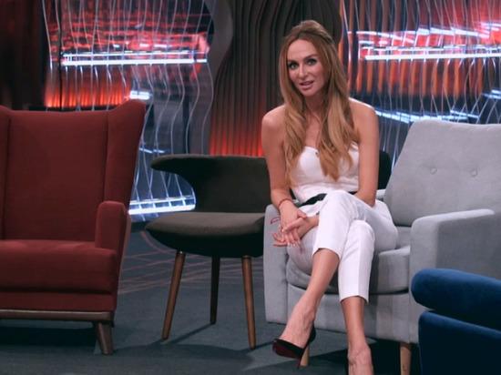 Екатерина Варнава появилась на экране в костюме от рязанского дизайнера