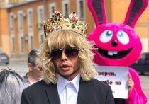 «Работаю суперзвездой»: стилист Зверев устроил из суда шоу