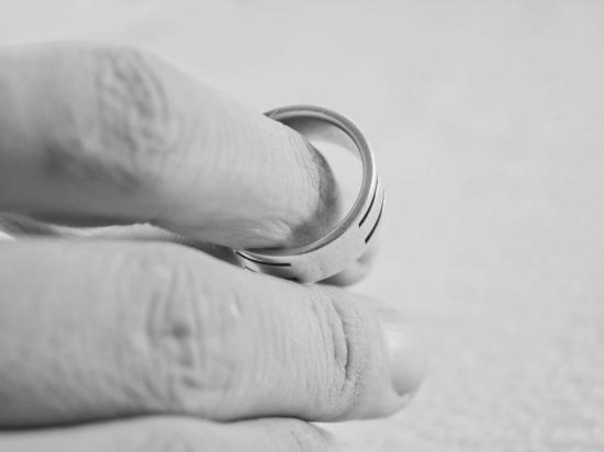 Россиянам намерены усложнить бракоразводный процесс