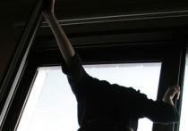 В Воронеже мужчина ограбил бывшую жену и выпрыгнул из окна