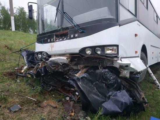 Рейсовый автобус «Волжский-Саранск» попал в серьезное ДТП, есть погибшие