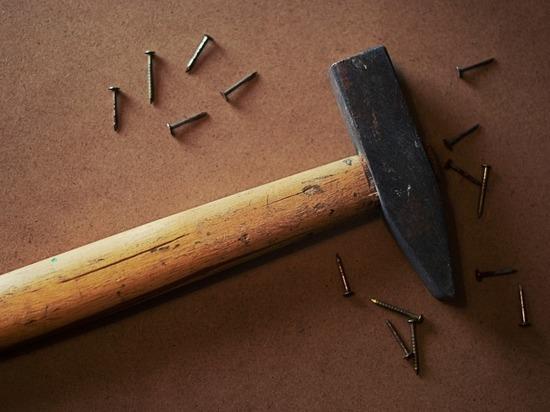 В Омске школьница насмерть забила своего отца молотком