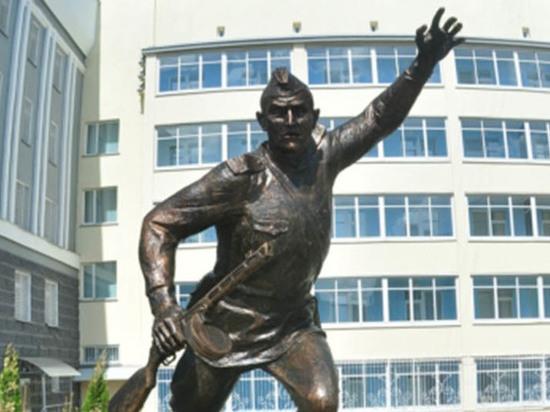 В Чебоксарах открыли памятник Герою Советского Союза