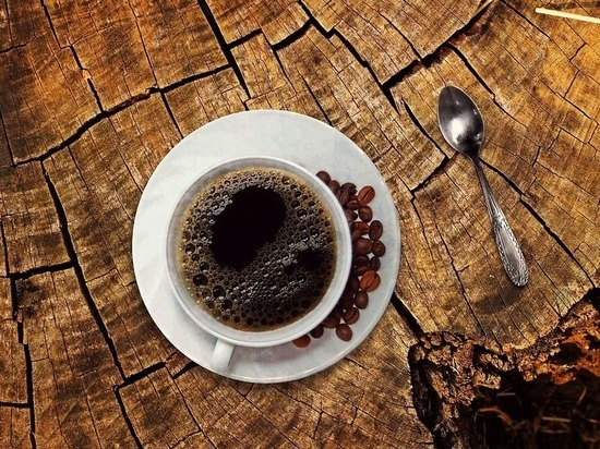 Врачи объяснили опасность употребления кофе летом