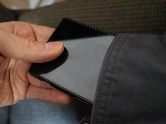 В одном из автобусов Хабаровска задержали карманника