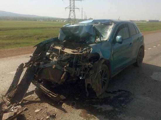 Иномарка протаранила грузовик в Башкирии: один пострадавший