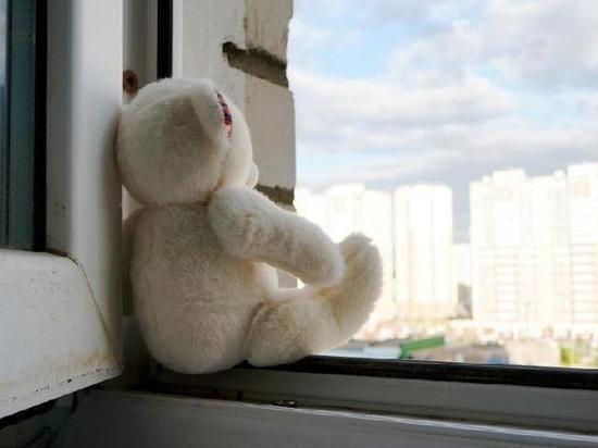 Маленькая девочка выпала из окна в Белоусово