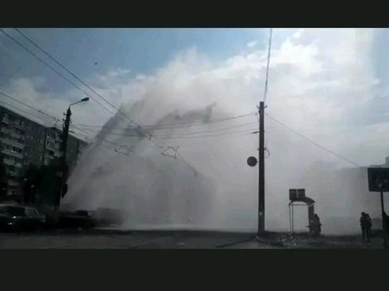 Опрессовка труб по-тульски: в Заречье бьет фонтан высотой с дом