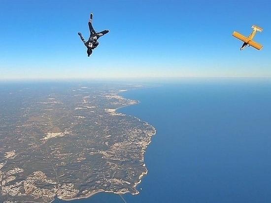 Российские парашютисты готовятся ставить рекорд Европы, влюбляют людей в небо и учат их быть счастливыми