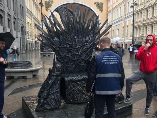 В Петербурге чиновники конфисковали трон из
