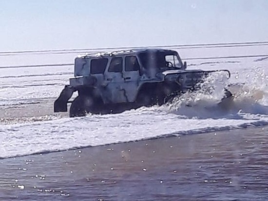 Ямальский водитель провел два дня на тающей льдине