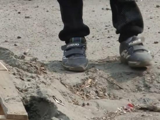 Асфальт одной из улиц Барнаула на три метра ушел под землю