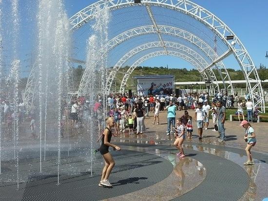 20 фонтанов начали работу в Волгограде