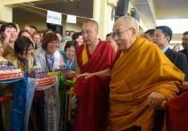 Калмыцкому храму Далай-лама подарил статую