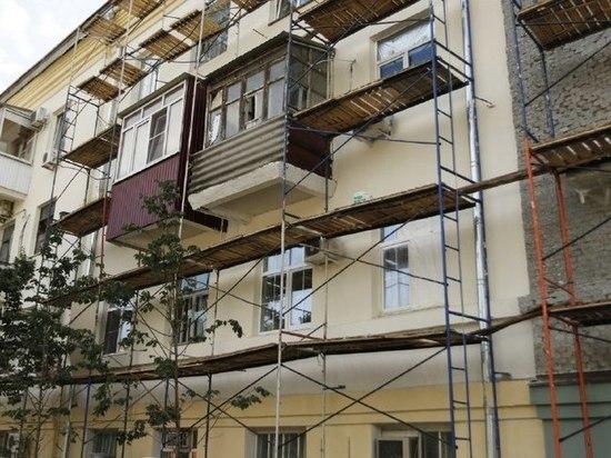 В Краснодаре начали ремонтировать фасады многоэтажек