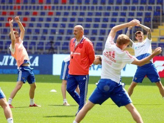 Черчесов вызвал в сборную 37 игроков, причем 6 из них - легионеры