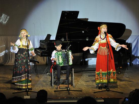 Юный саранский гармонист будет играть на гармони мэра