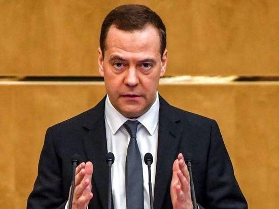 Медведев упрекнул чиновников в невыполнении поручений президента