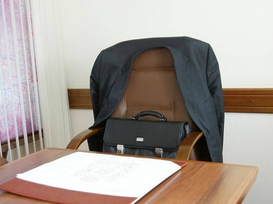 В Калмыкии кресло чиновника становится неудобным