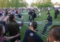 13 мая в Екатеринбурге радикально обострился конфликт вокруг строительства храма святой Екатерины в сквере на Октябрьской площади, рядом с домом правительства и зданием областного Заксобрания