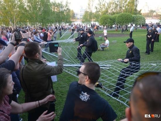 Защитники стали нападающими: оппозиция захватила стройплощадку храма в Екатеринбурге
