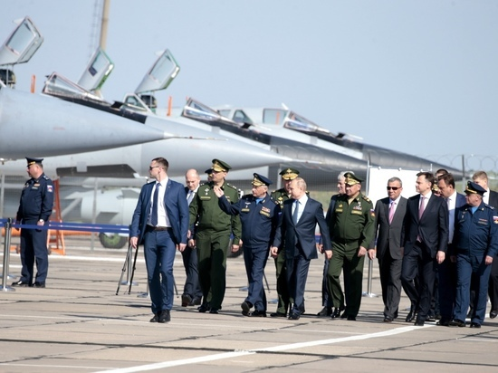 Прилет Путина в Ахтубинск взбудоражил местных жителей и американцев