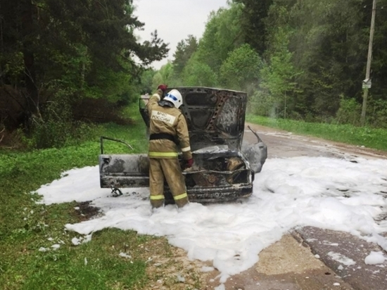 Легковушка сгорела под Калугой