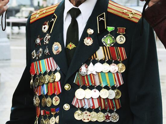 В РФ военнослужащим запретят носить любые награды, кроме государственных
