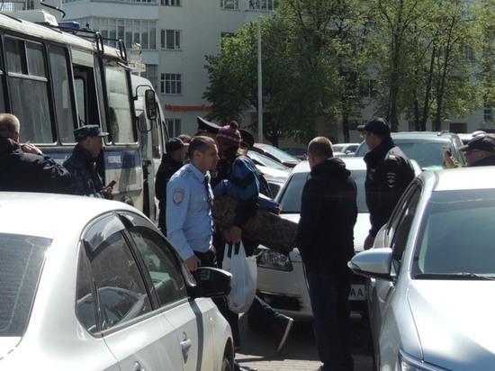 В Екатеринбурге возле сквера, где собираются строить собор, задержан ночевавший там мужчина
