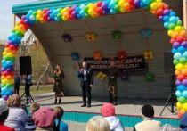 На прошлой неделе, 6 мая, жители микрорайона «Башня» (Ленинский район Новосибирска) снова собрались в ближайшем сквере, чтобы при большом стечении народа весело отметить День Победы