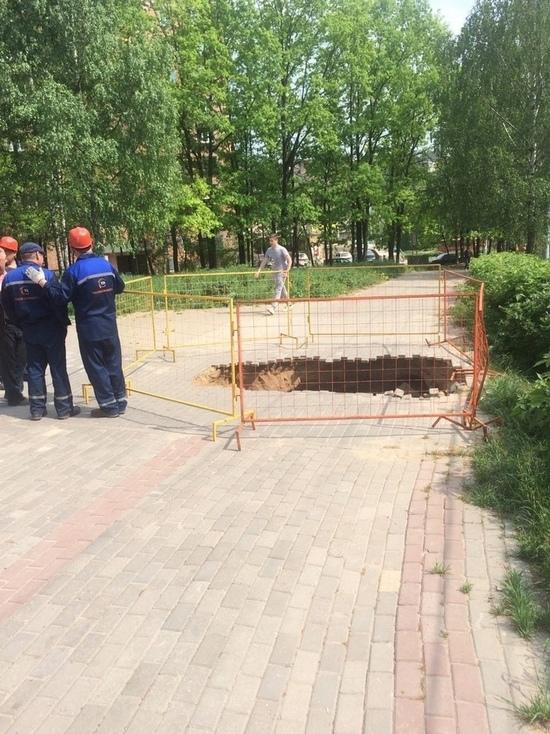 Пожилая женщина провалилась под землю в Нижнем Новгороде