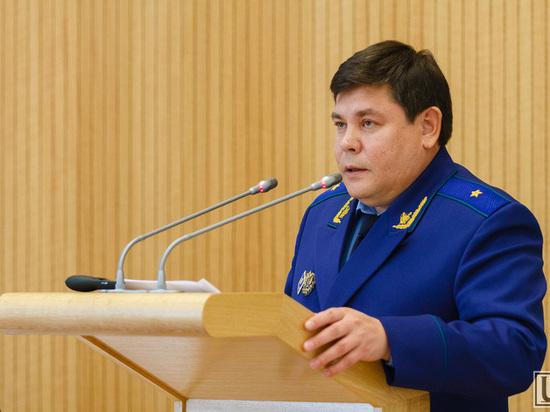 Прокурор Хакасии опротестовал поправки, предусматривающие надбавки к окладу госчиновников